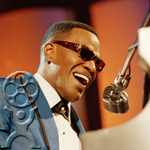Foxx disappears and becomes Ray Charles