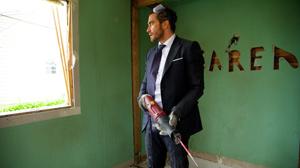 Gyllenhaal begins demolition on his old life