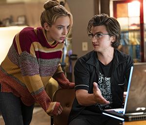Millie (Jodie Comer) and Keys (Joe Keery)