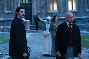 Dr. Newgate and Dr. Salt outside Stonehearst Asylum