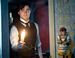 Daniel Radcliffe confronts the Woman in Black