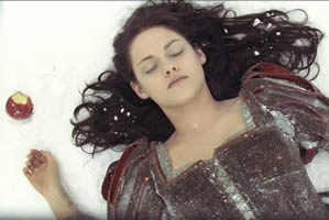 Snow White (Kristen Stewart)